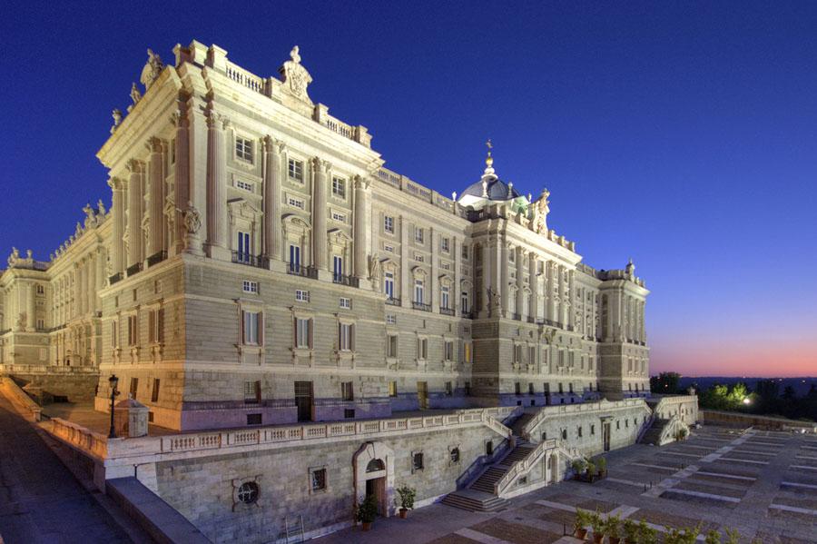 http://www.zorrrrro.com/wp-content/uploads/2012/06/Madrid.jpg